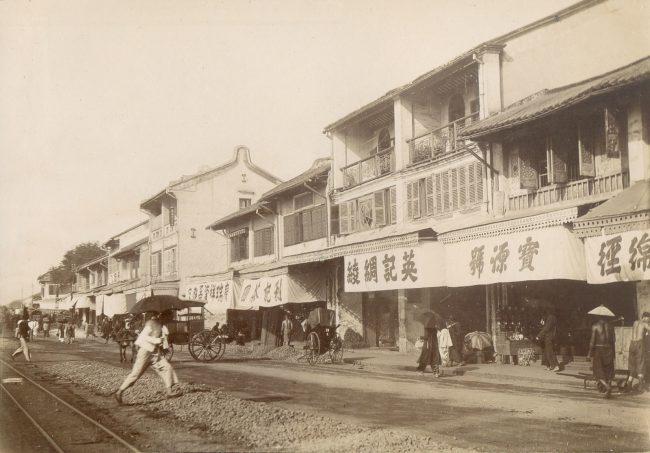 Đường sắt chạy qua khu vực Chợ Lớn, ngày nay là đường Võ Văn Kiệt.