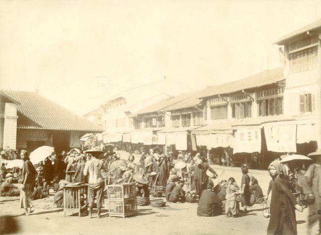 Con đường bên hông chợ Lớn cũ, ngày nay là đường Nguyễn Thi.
