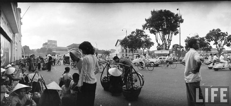 Sài Gòn 1961 - Phía trước chợ Sài Gòn