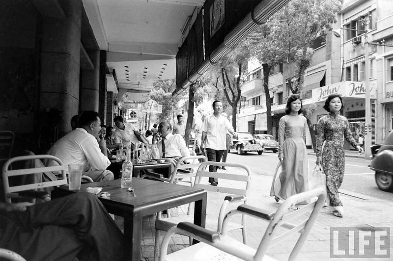 Một quán cà phê trên đường Tự Do